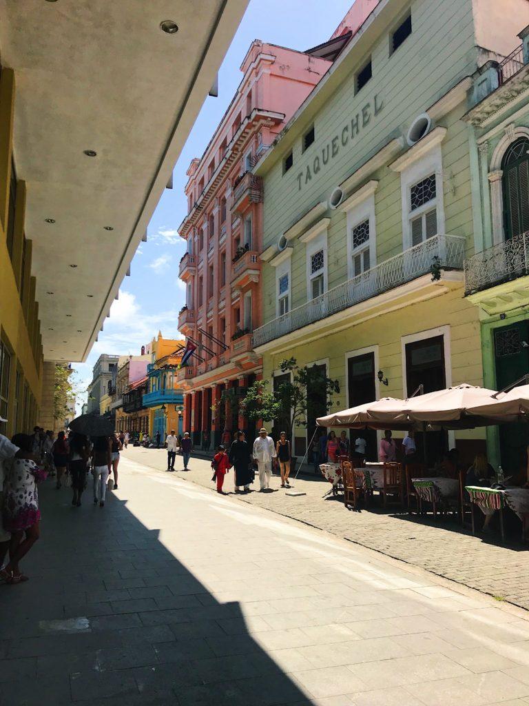 rue colorée la havane