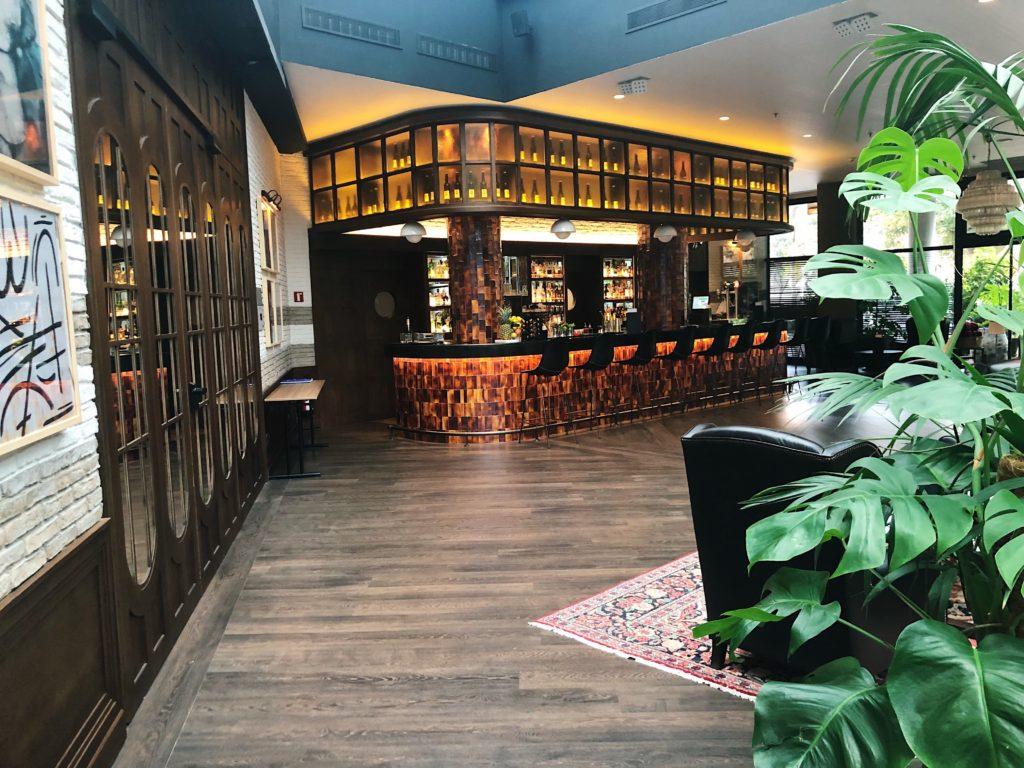 hotel h10 marina barcelona chambre d'hotel bar