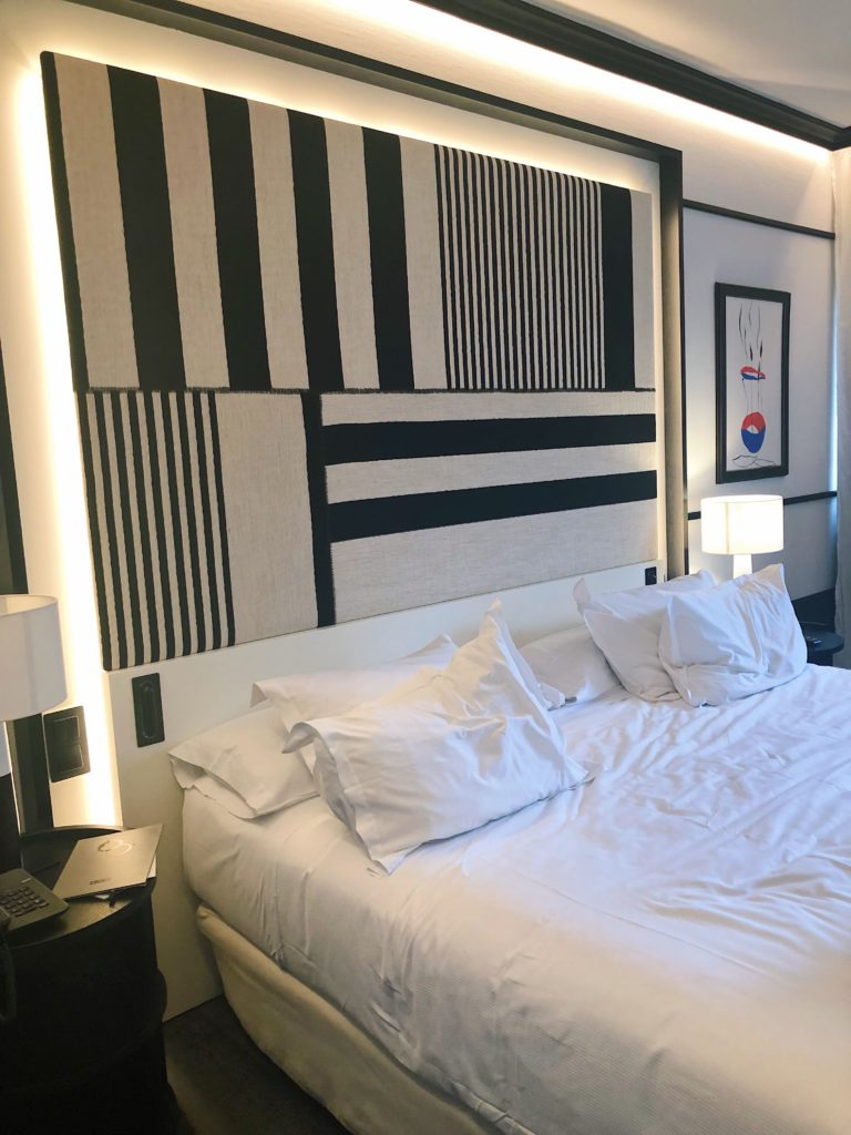 hotel h10 marina barcelona chambre d'hotel chambre duo noir et blanche