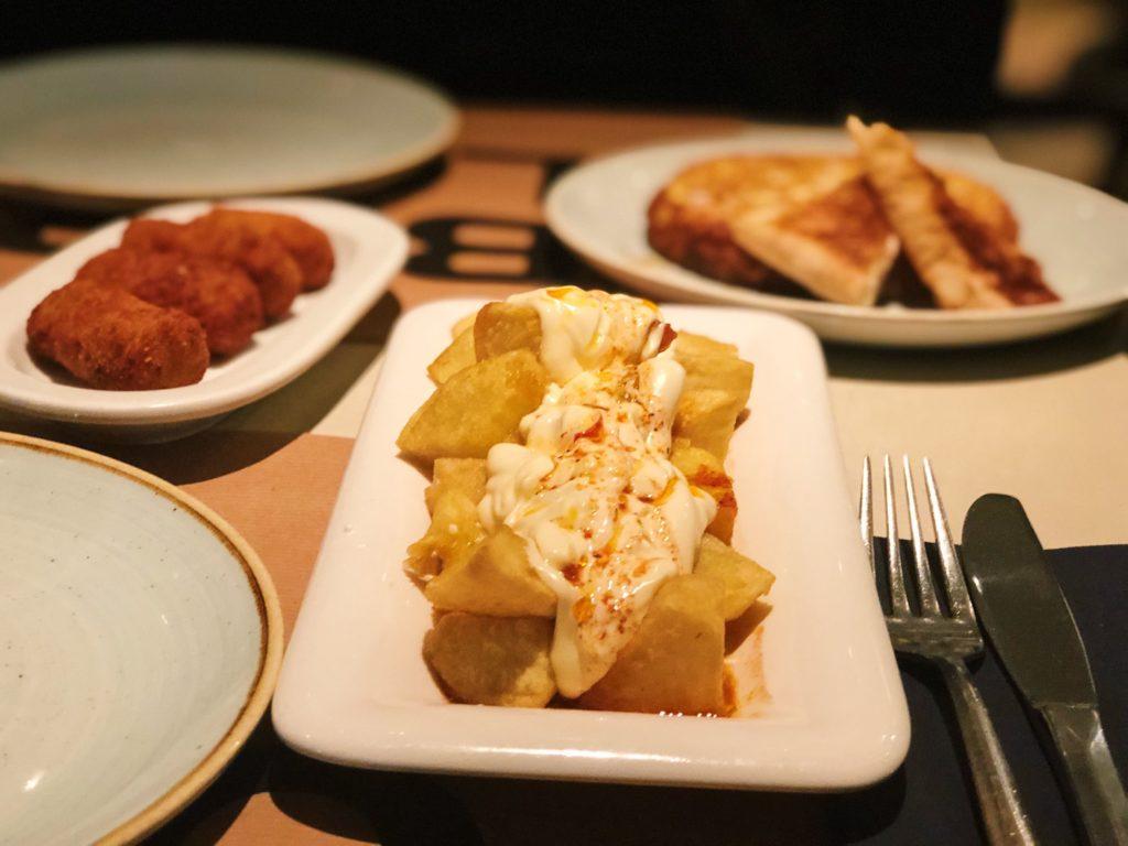 patatas bravas bar el lobo barcelona