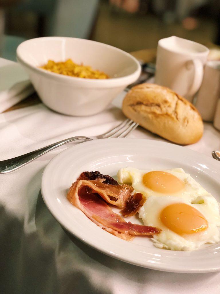 buffet petit déjeuner hotel h10 marina barcelona chambre d'hotel