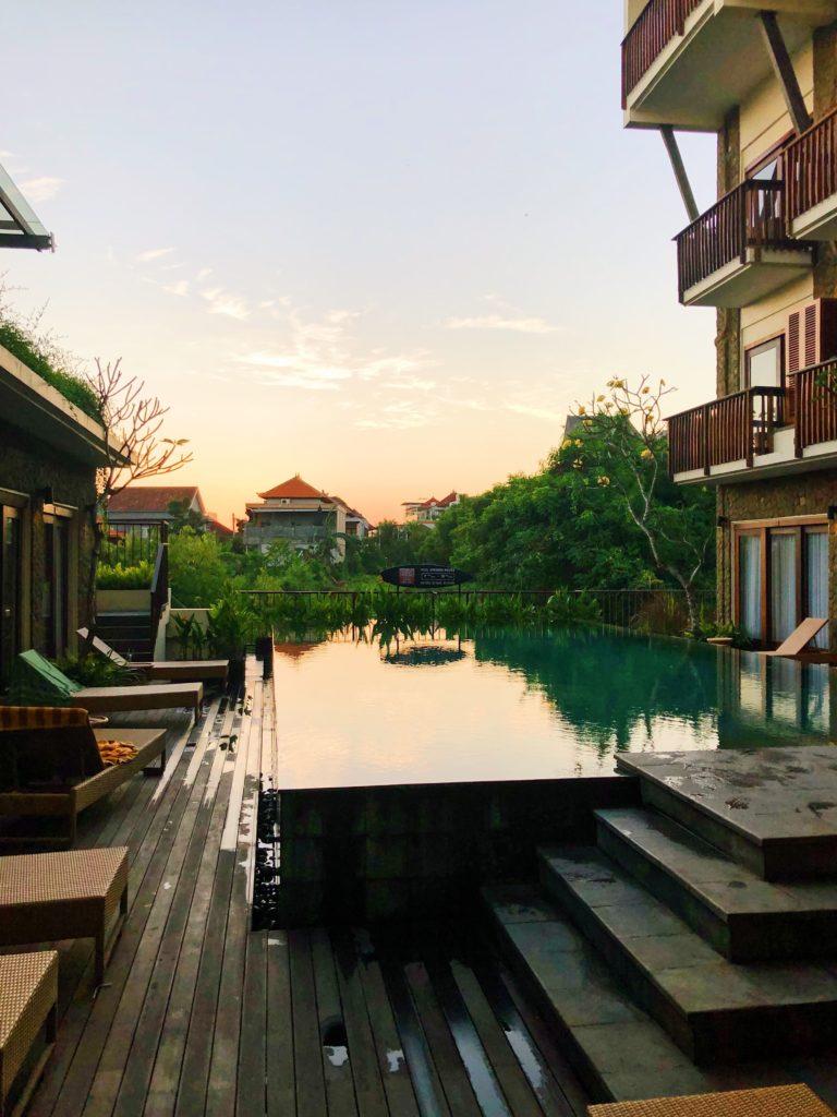 kirana canggu hotel sunset piscine